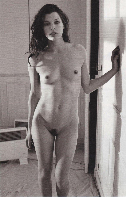 milla-jovovich-bushy-pussy