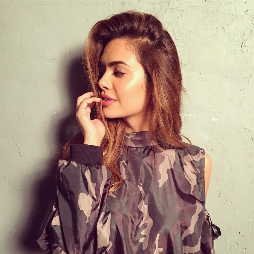 indian-actress-model-esha-gupta