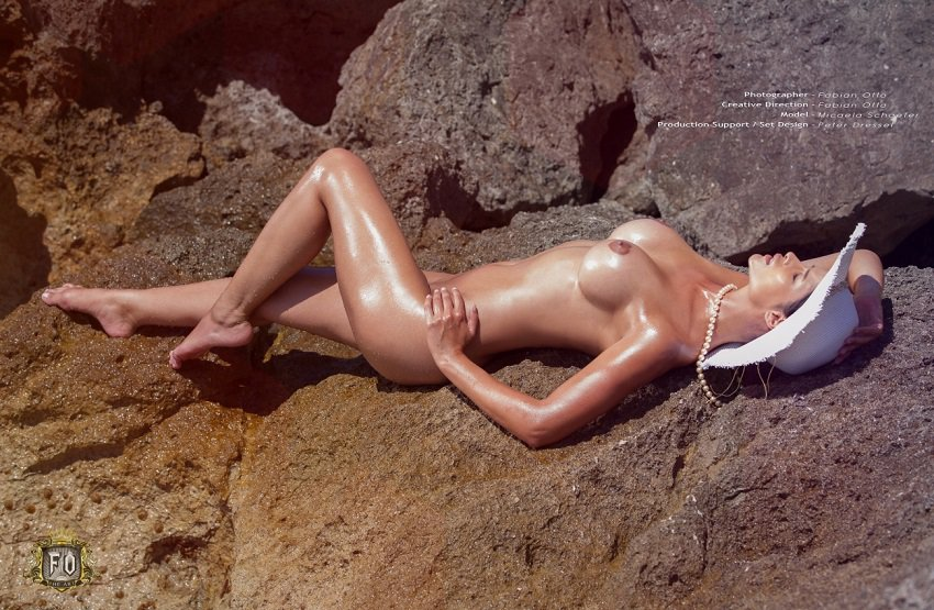 erotic-model-micaela-schafer