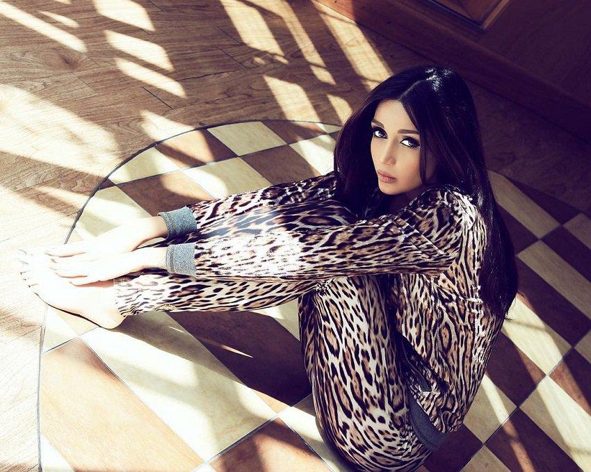 model-and-professional-makeup-artist-elnaz-golrokh