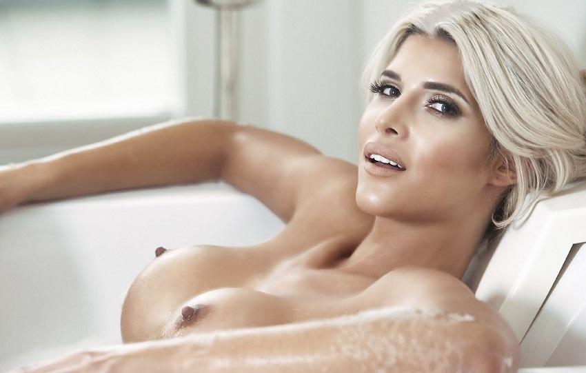 nude-model-micaela-schafer
