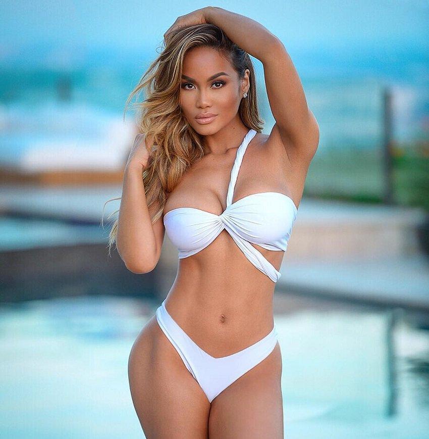 sexy-model-daphne-joy